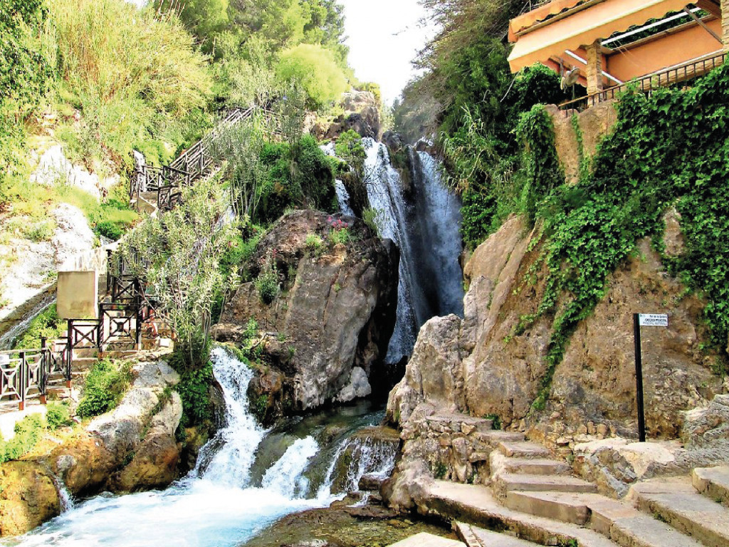 Trip to Algar Waterfalls 19,50€
