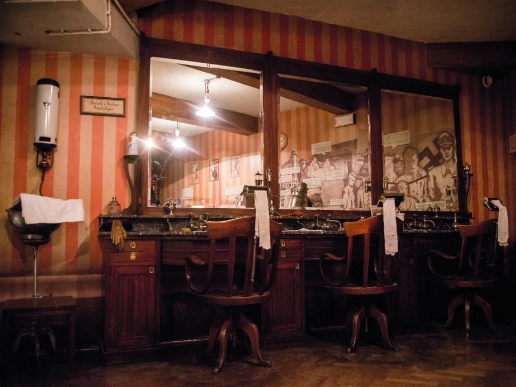 121 -Schindler's Museum Spanish Tour