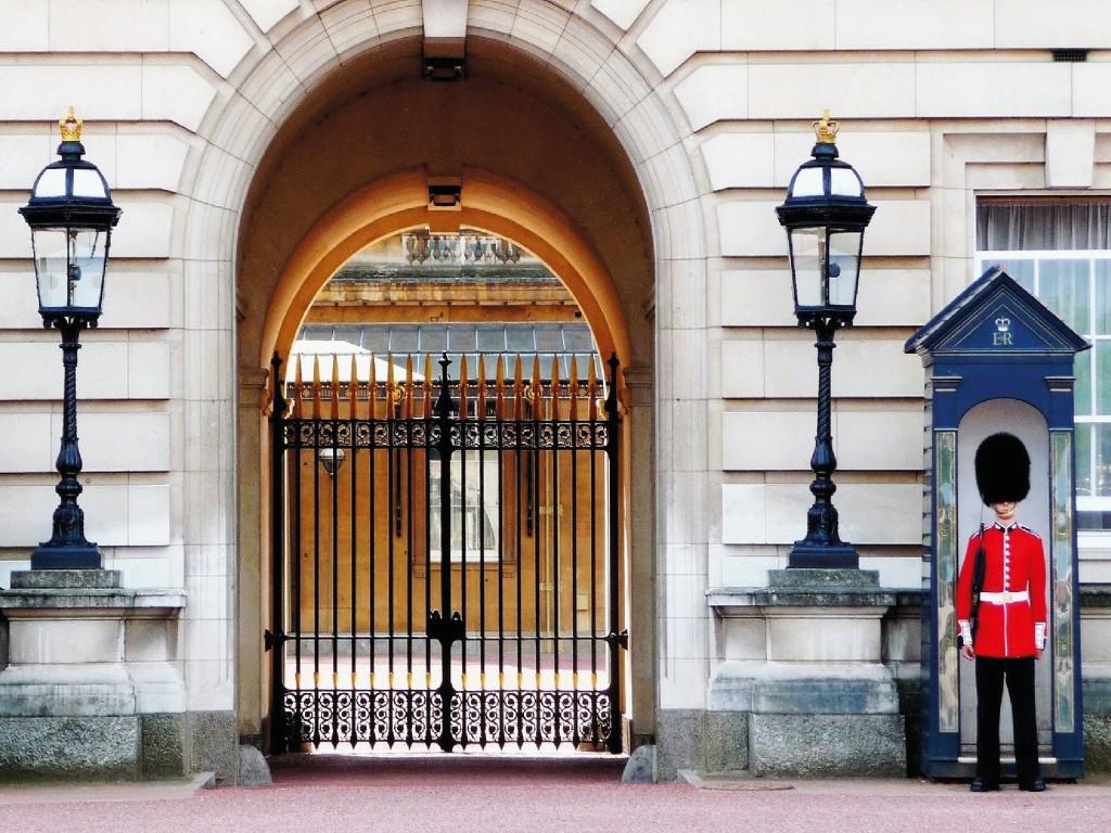 Entrada a las Cocheras Reales de Buckingham